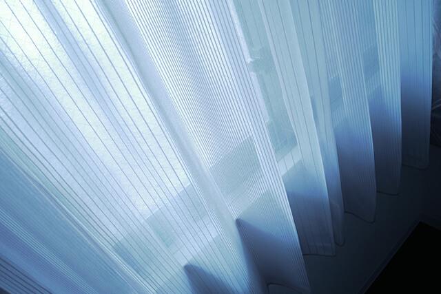 結露が原因! カーテンに発生したカビの落とし方と予防法
