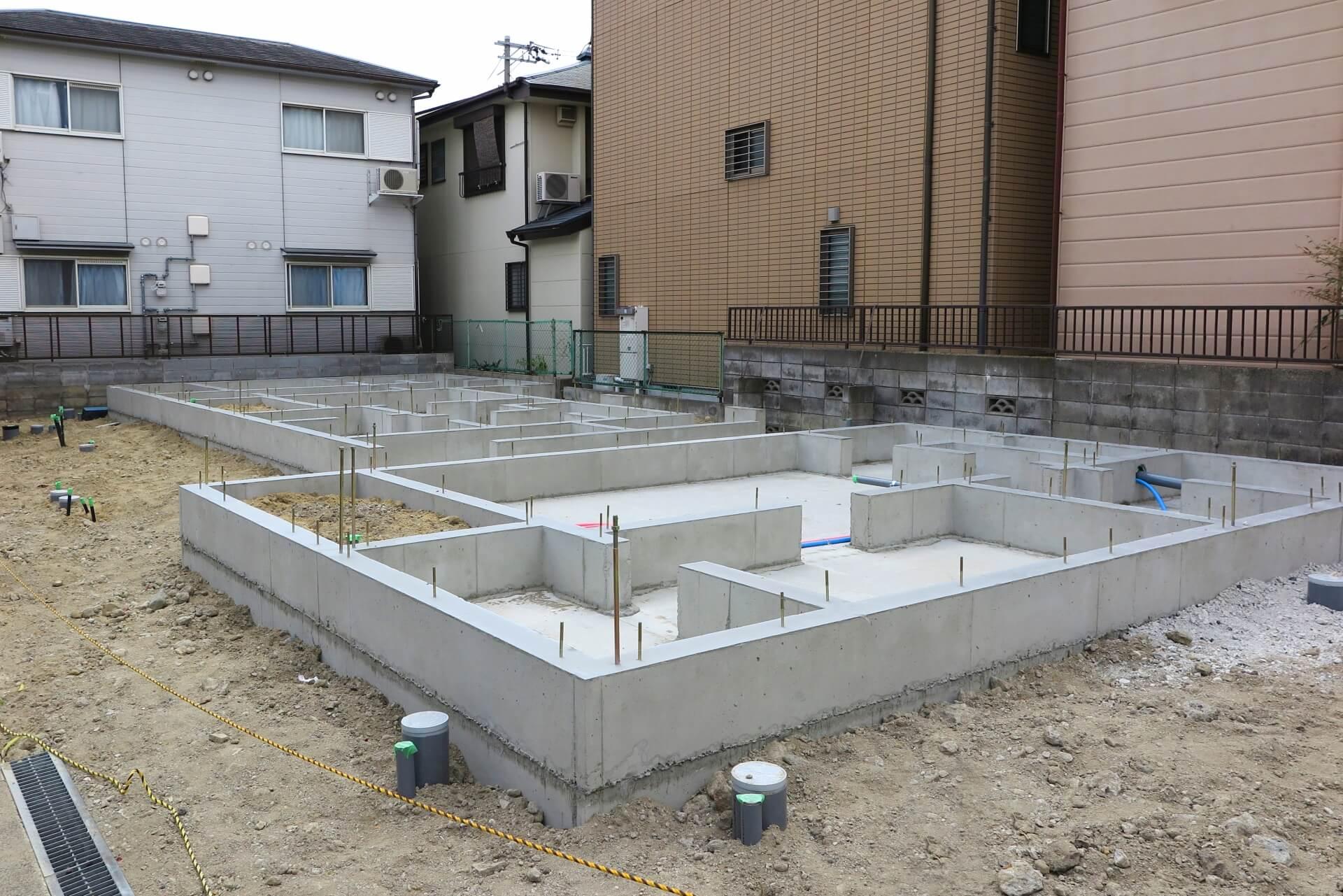 カーポート設置の注意点! 基礎工事で雨が降ってもコンクリートは大丈夫?