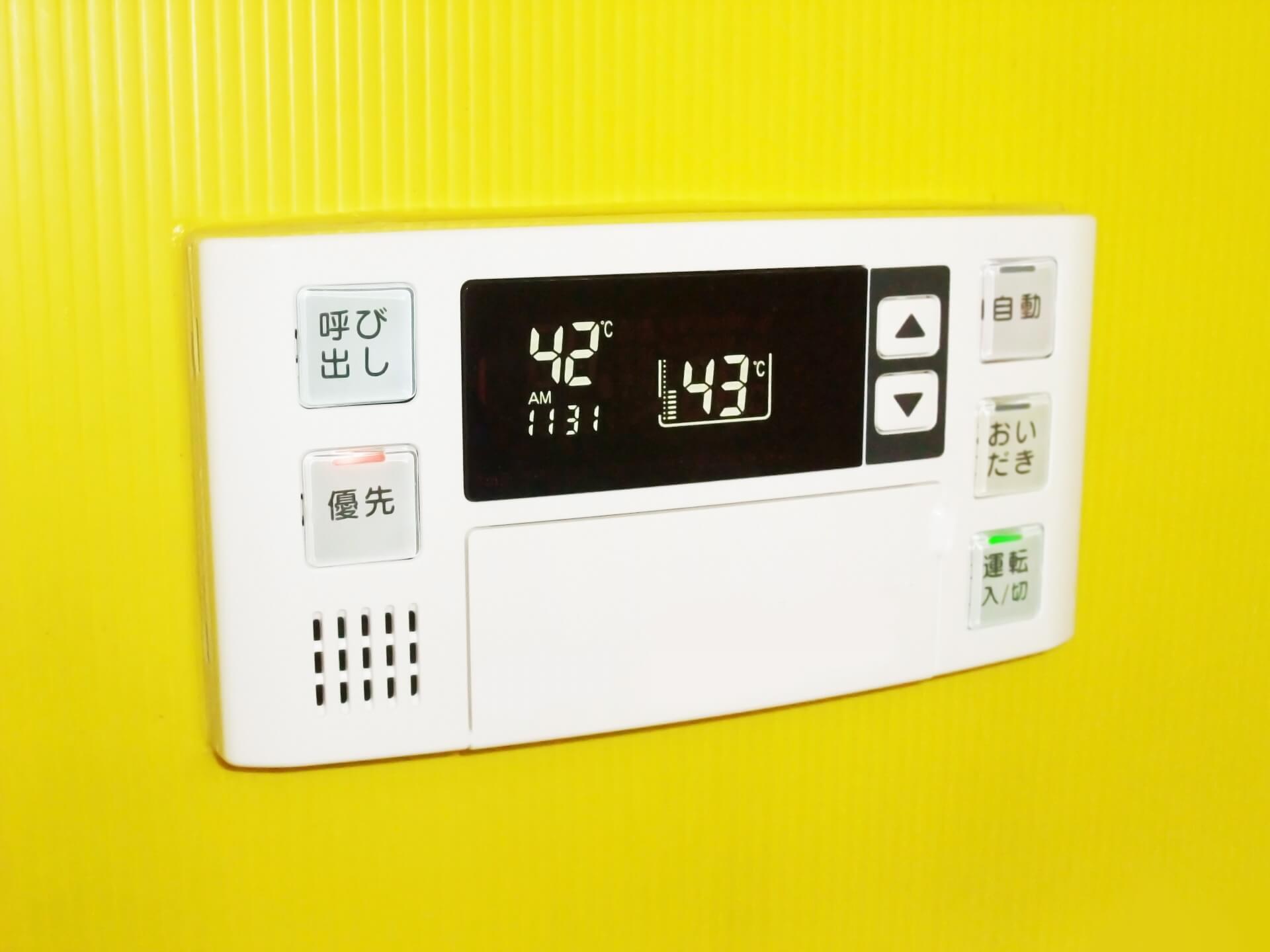 給湯器の電源は「つけたまま」「都度消す」どちらがお得?
