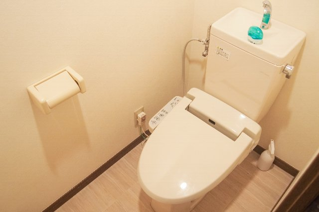 トイレの寿命はいつ? パッキン、配管の買い替え時期は?