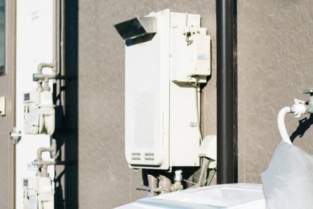 給湯器の熱風を覆う排気カバー! その役割と設置すべきシーンを解説