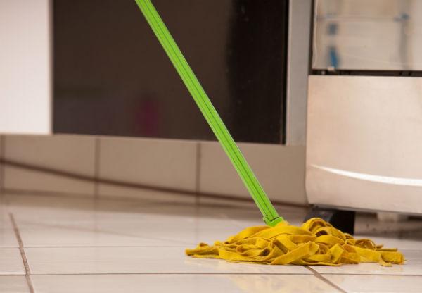 何が原因?キッチンの床の水漏れと対策